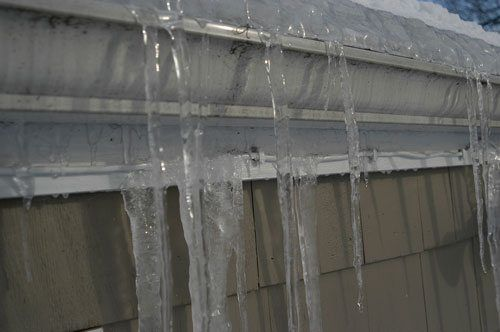 Gutters on flat roofs important drainage systems for Roof drainage system