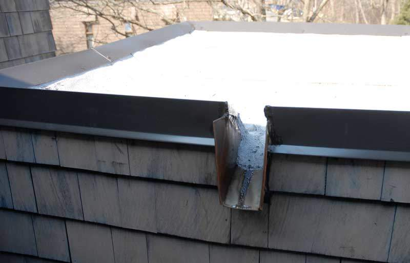Scupper let water off the roof free flowing
