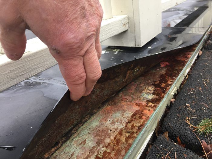 Lose membrane form drip edge on Flat Roof causes leaks